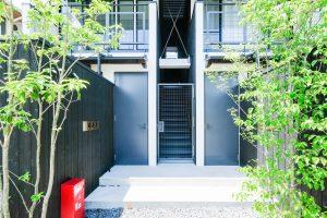 鴨川目の前 建築家設計 新築1階 坪庭付き